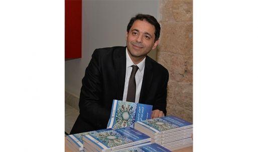 د. نديم منصوري وقّع كتابه