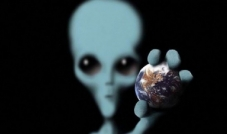كائنات فضائية تشبه البشر