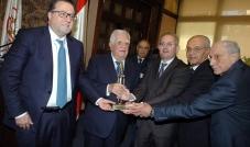 جمعية تجار بيروت كرّمت عدنان القصار