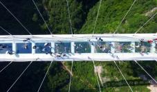 أطول جسر زجاجي في العالم
