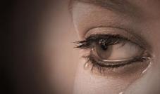 فوائد الدموع على الصعيدين الجسدي والنفسي